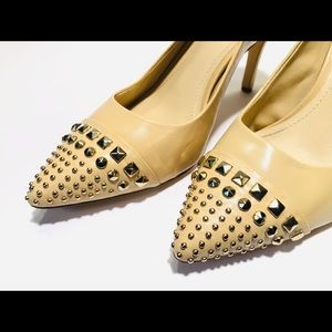 EUC!! BCBGENERATION Leather Pointed Studded Pump.